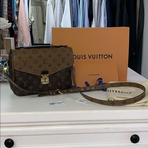 Louis Vuitton POCHETTE METIS Reverse Canvas